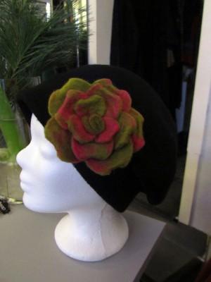 mütze mit filzblume