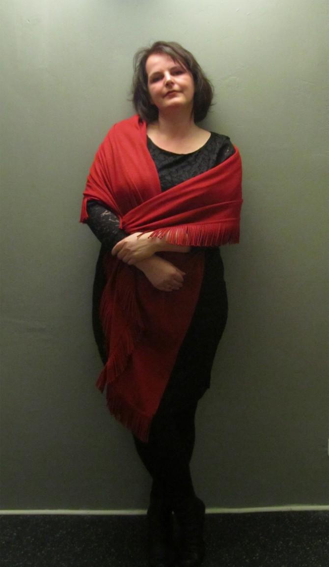 mein silvester outfit spitzenkleid h m und rote stola. Black Bedroom Furniture Sets. Home Design Ideas