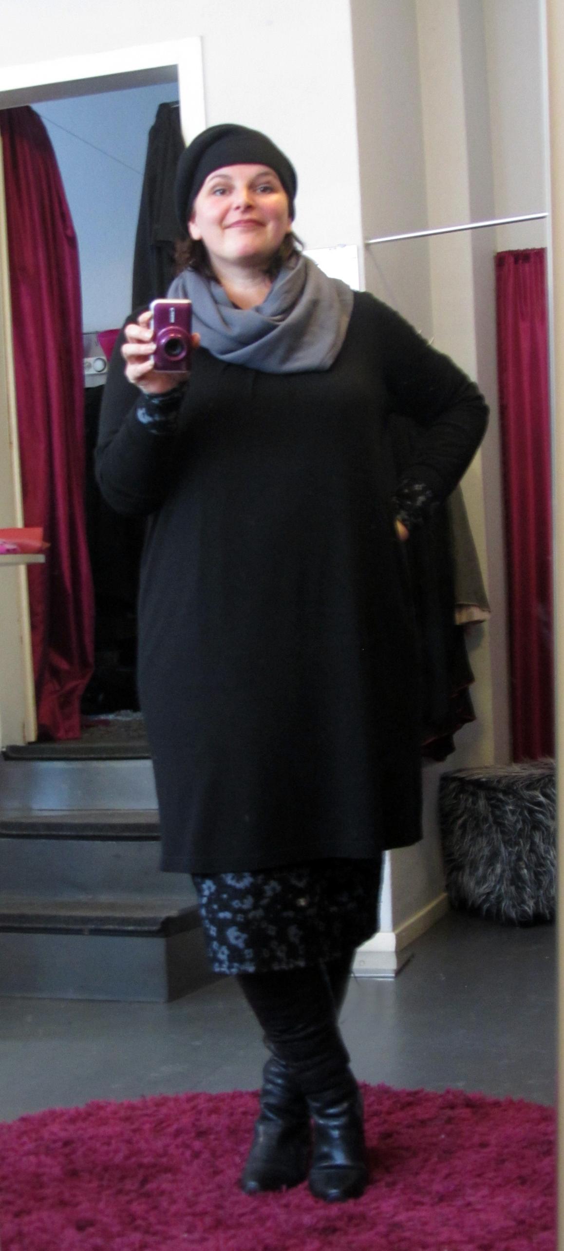 plus size outfit no 12 think stiefel selbstgen hter rock mit stulpen strickkleid xxl mode. Black Bedroom Furniture Sets. Home Design Ideas